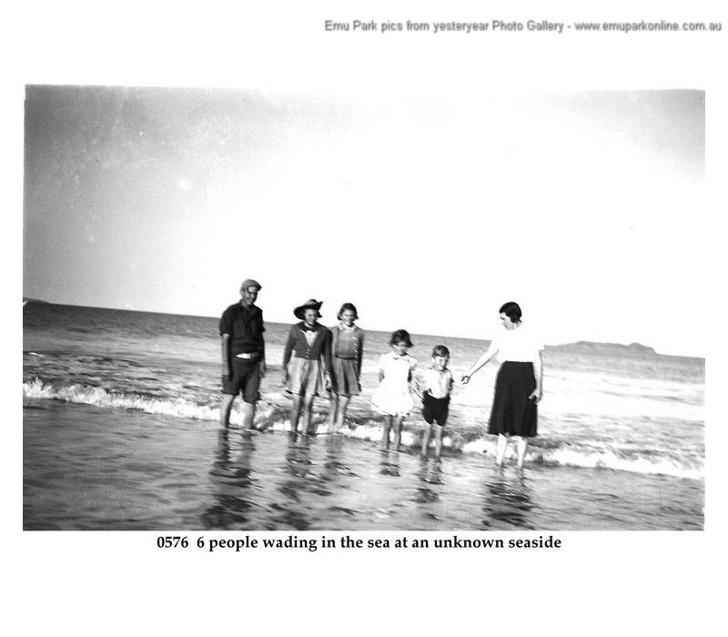 swimming_emu_park_old